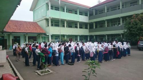 Peserta_didik_tengah_menjalani_tes_fisik_untuk_masuk_SMKN_1_Kota_Bekasi